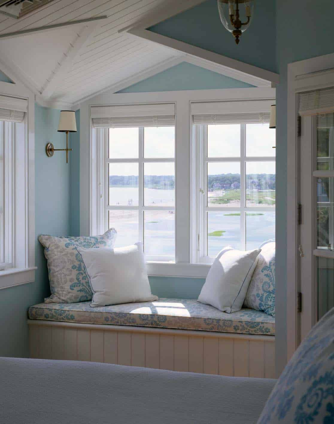 44 Window Nooks Framing Spectacular Views