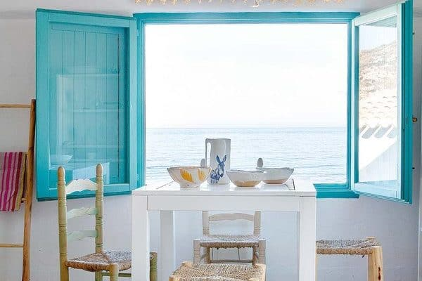 featured posts image for Beach house flooded with light and freshness on the Mediterranean Sea