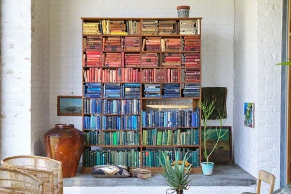 featured posts image for Bookshelf rehab: 33 Amazing ways to add color coordinated books