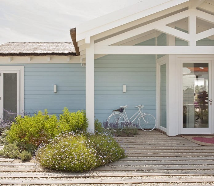 Inviting Seaside Cabin-Saaranha Vasconcelos-02-1 Kindesign