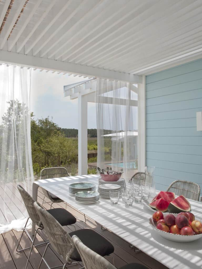 Inviting Seaside Cabin-Saaranha Vasconcelos-05-1 Kindesign