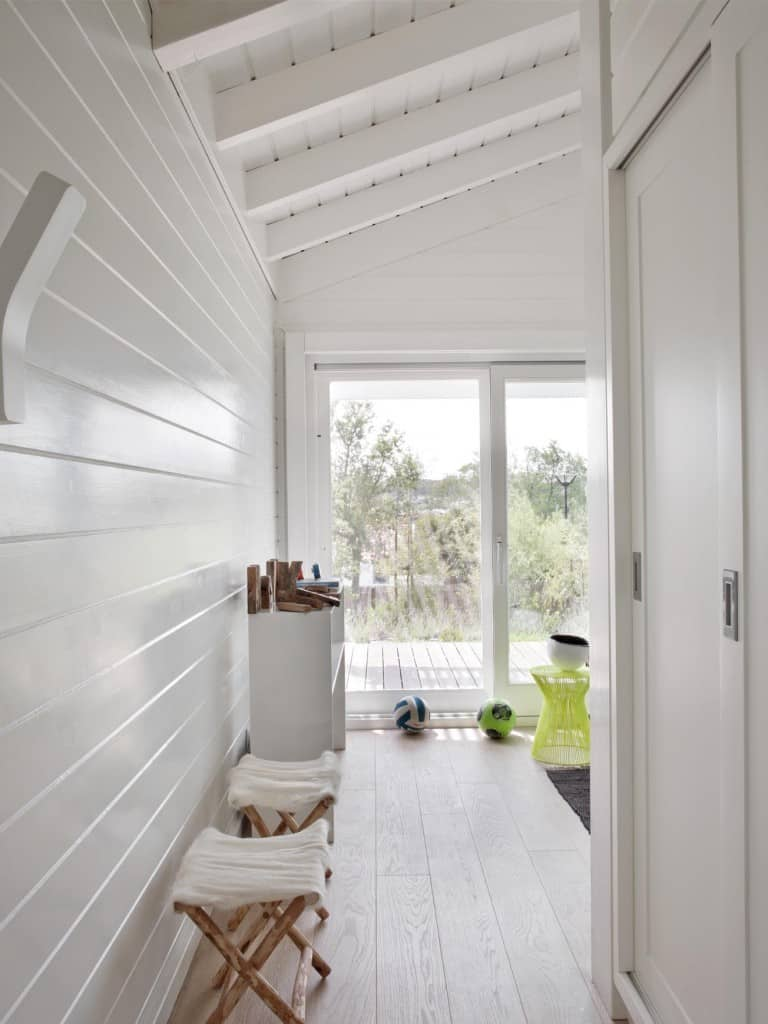 Inviting Seaside Cabin-Saaranha Vasconcelos-18-1 Kindesign