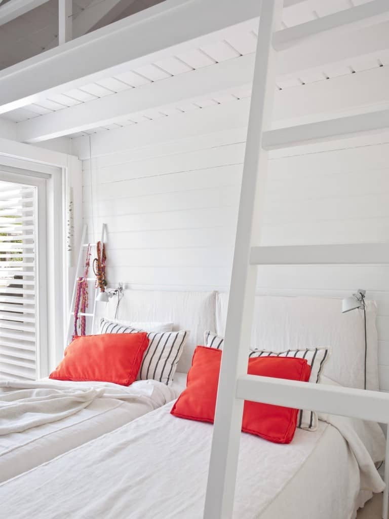 Inviting Seaside Cabin-Saaranha Vasconcelos-20-1 Kindesign