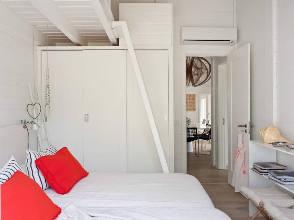 Inviting Seaside Cabin-Saaranha Vasconcelos-21-1 Kindesign