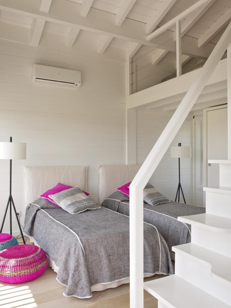 Inviting Seaside Cabin-Saaranha Vasconcelos-23-1 Kindesign