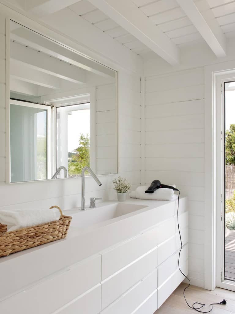 Inviting Seaside Cabin-Saaranha Vasconcelos-25-1 Kindesign