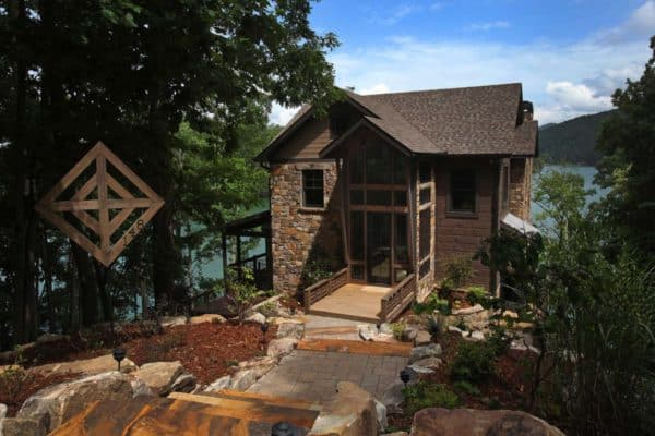 featured posts image for Modern-rustic lake house in Georgia: Lake Bluff Lodge