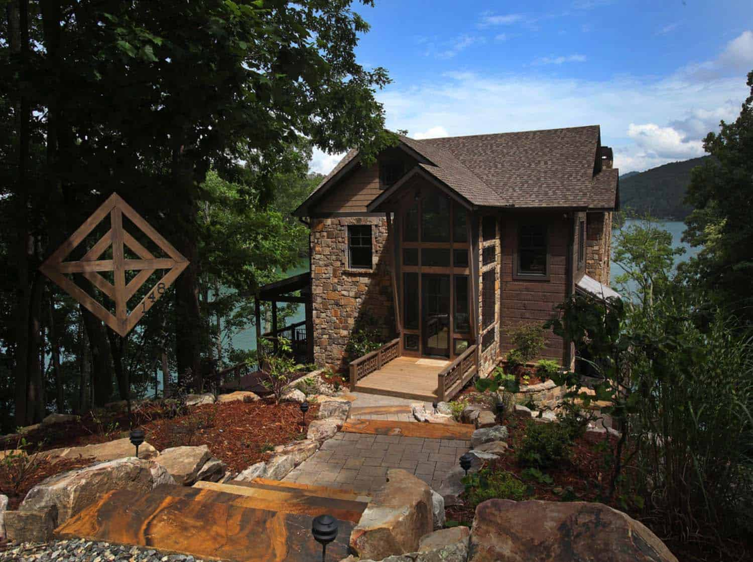 Lake Bluff Lodge-Modern Rustic Homes-01-1 Kindesign