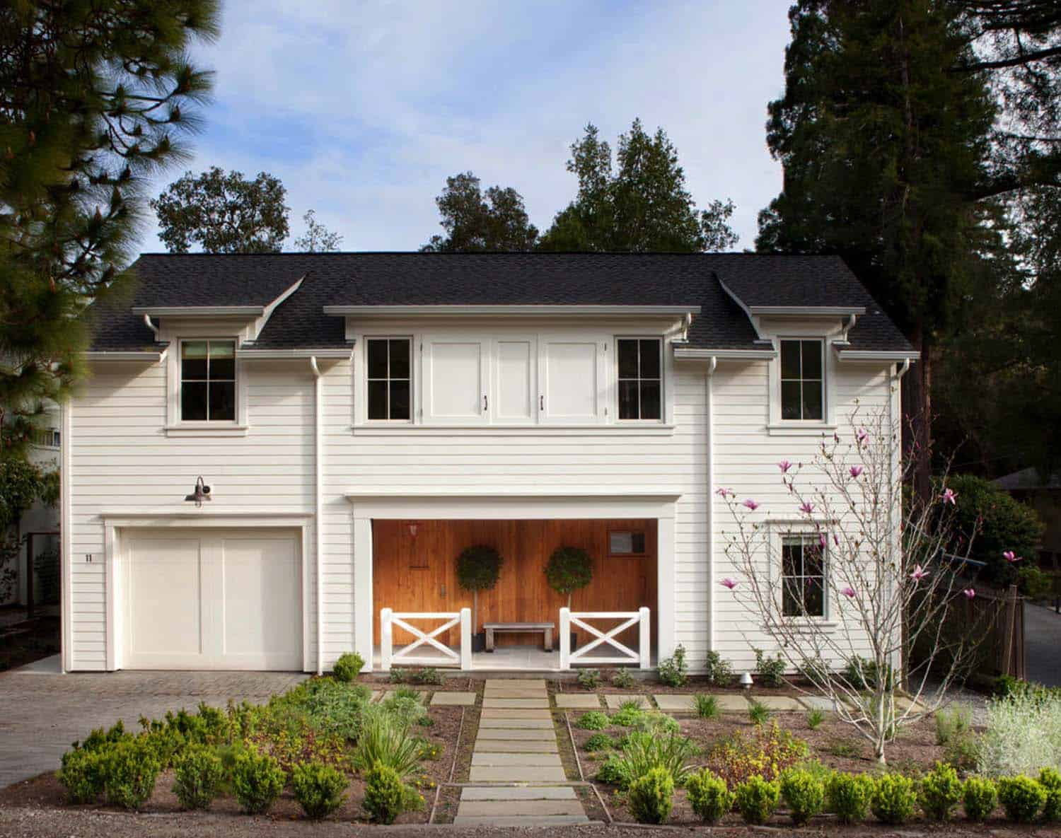 Chic modern farmhouse style in mill valley california for Modern farmhouse architecture plans