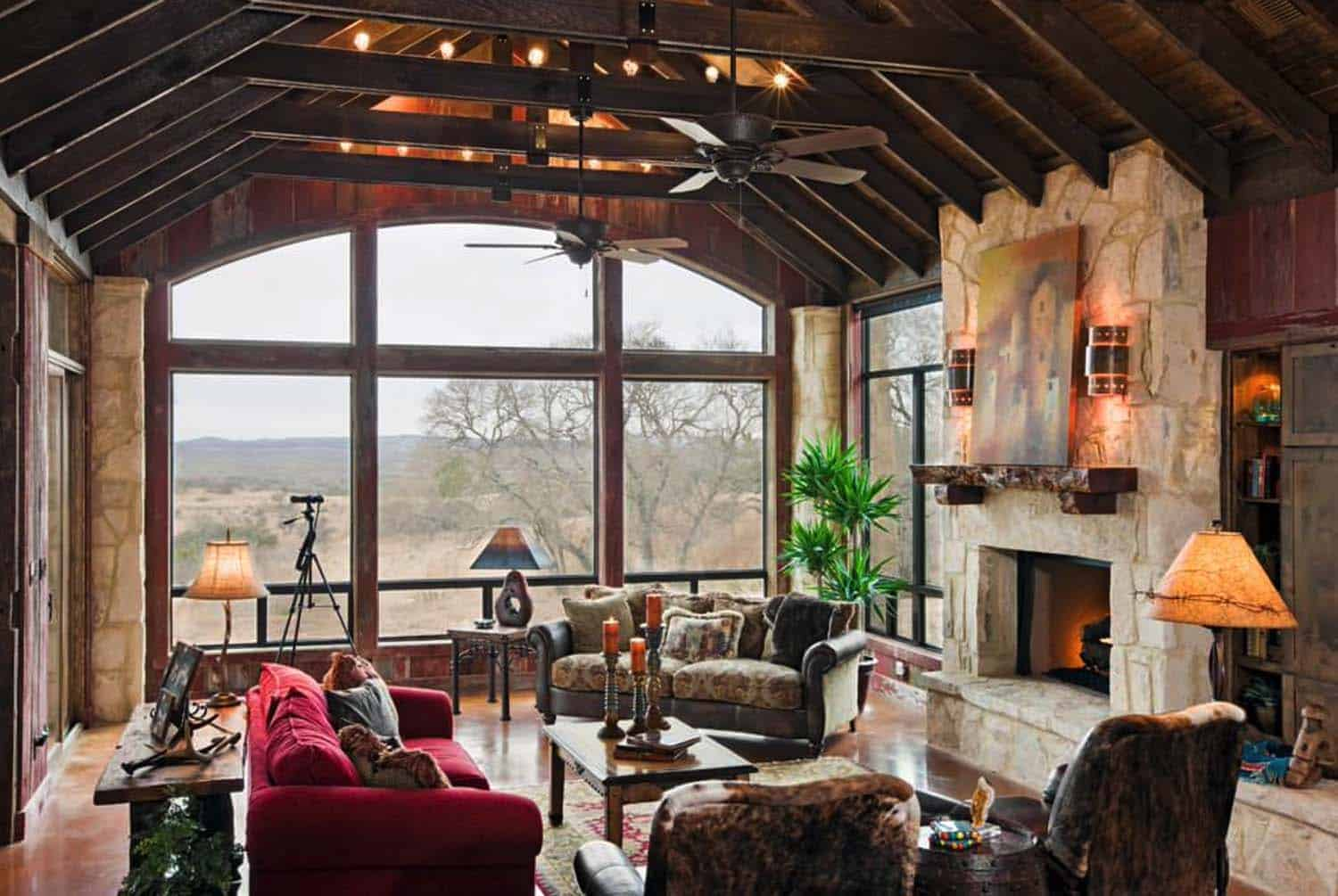 Rustic Ranch House Designed For Family Gatherings In Texas