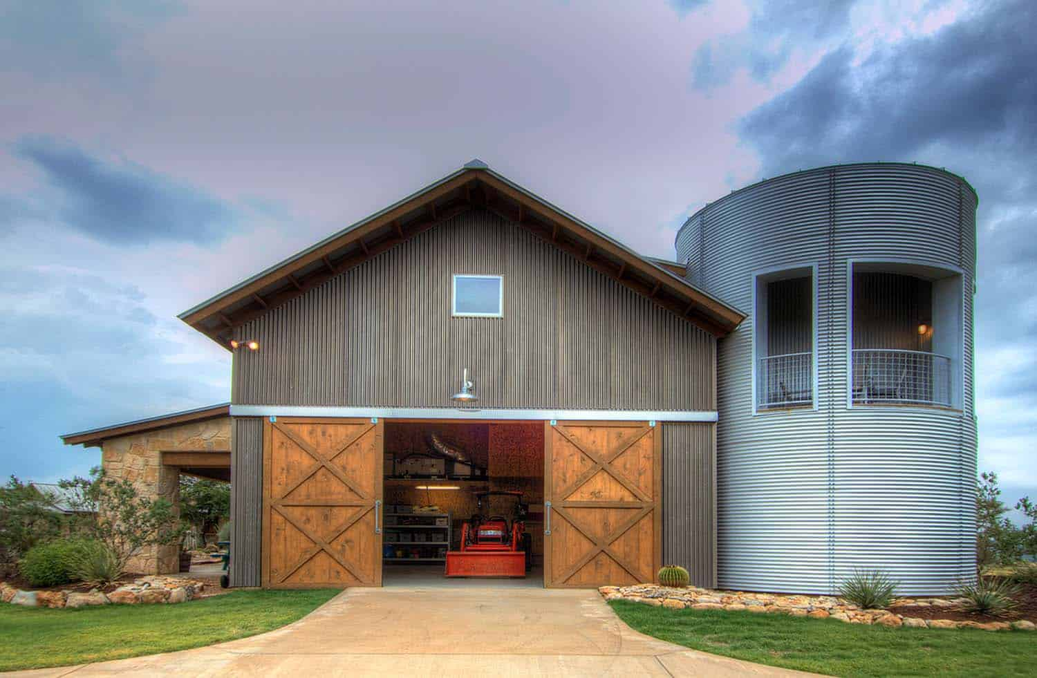 Rustic ranch house designed for family gatherings in texas for Texas pole barns