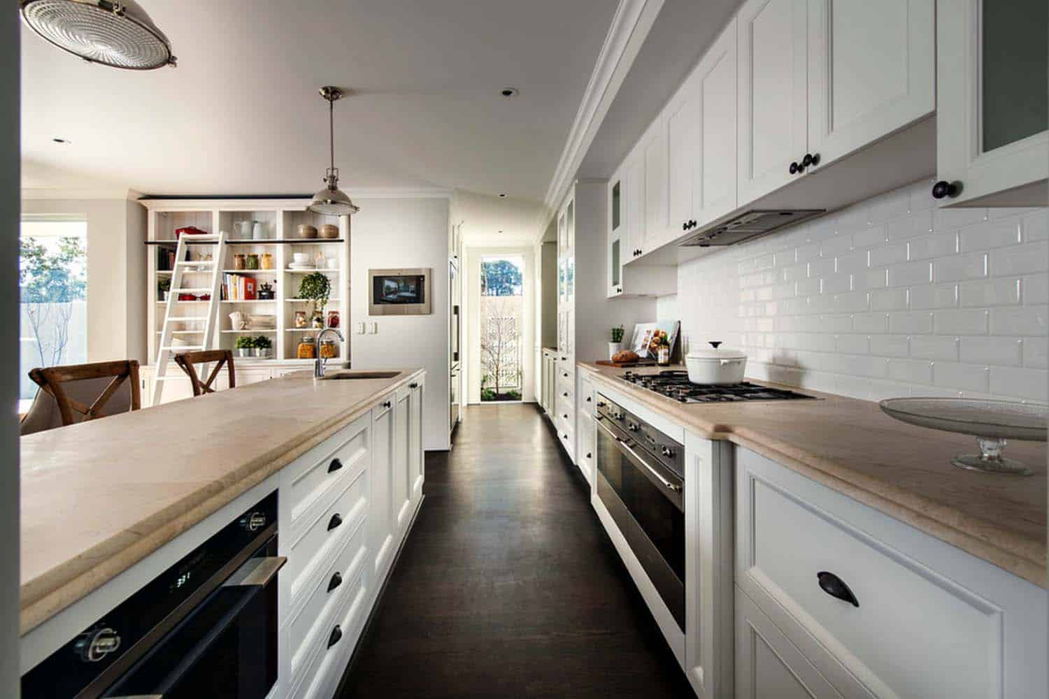 Transitional Style Home-Webb Brown-Neaves-03-1 Kindesign