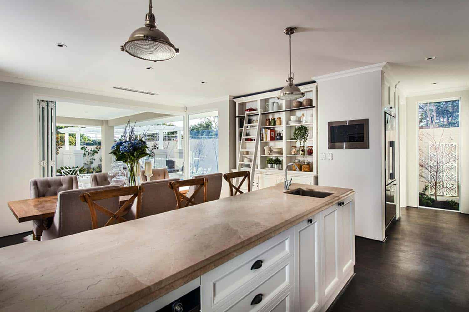 Transitional Style Home-Webb Brown-Neaves-05-1 Kindesign