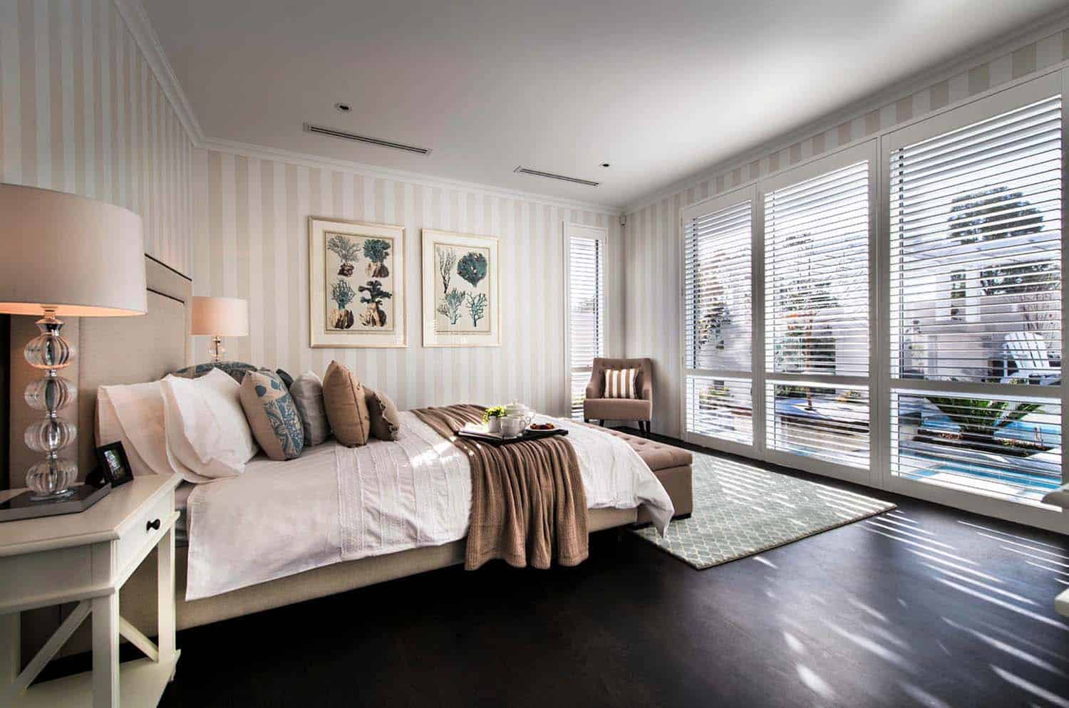 Transitional Style Home-Webb Brown-Neaves-10-1 Kindesign