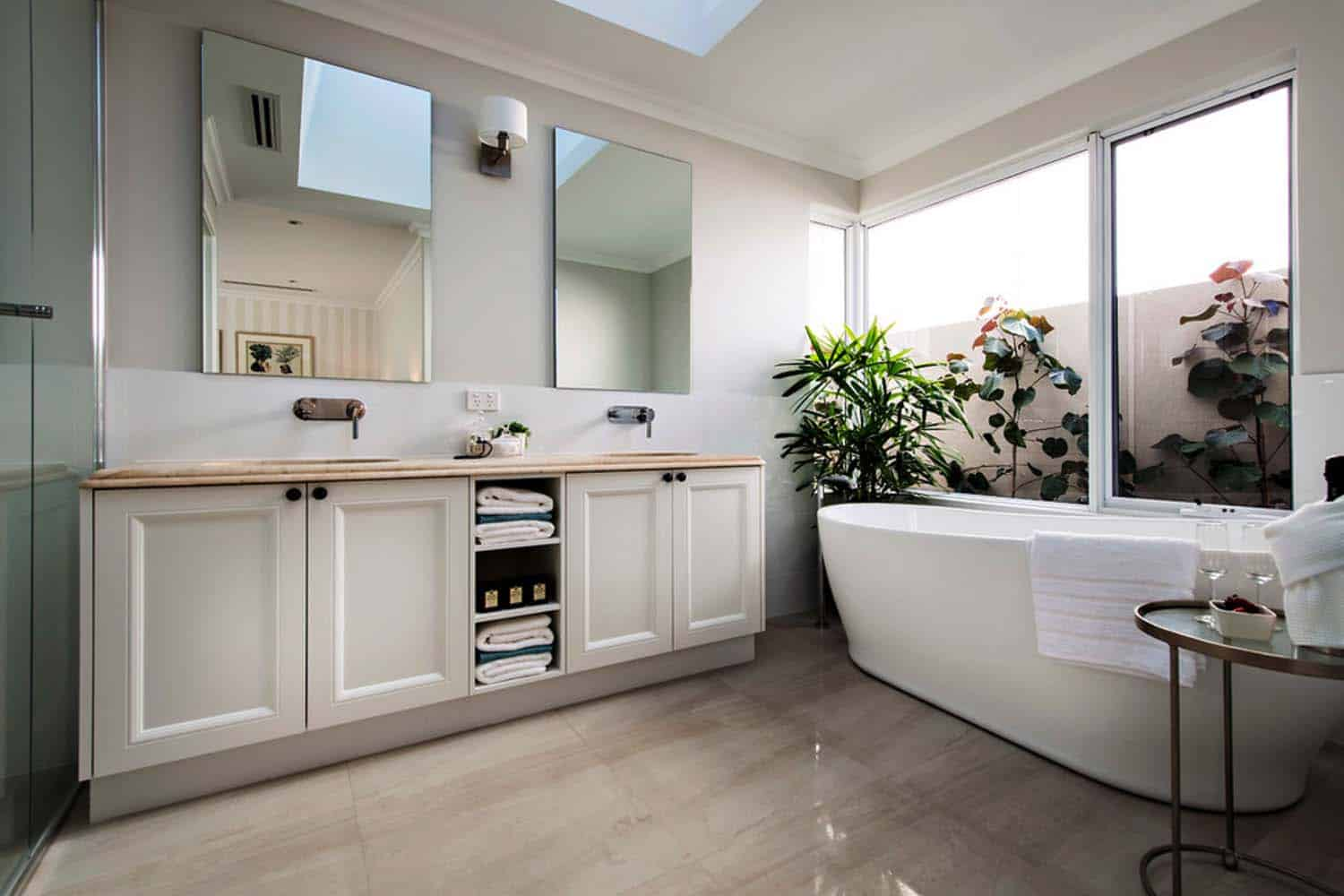 Transitional Style Home-Webb Brown-Neaves-13-1 Kindesign
