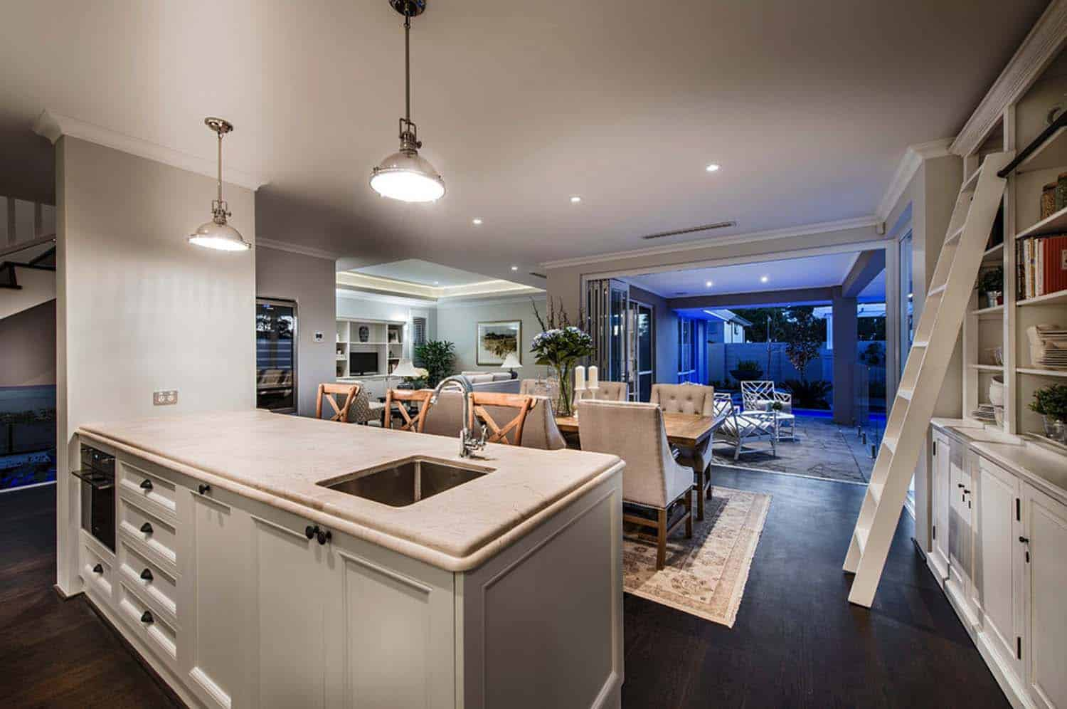 Transitional Style Home-Webb Brown-Neaves-25-1 Kindesign