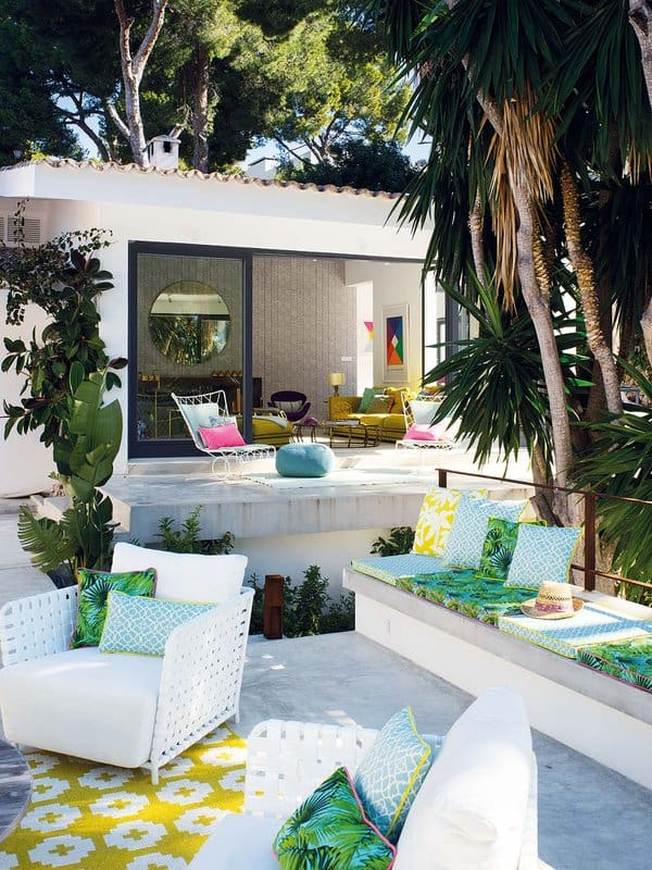 Colorful Waterfront Home-Christine Leja-02-1 Kindesign