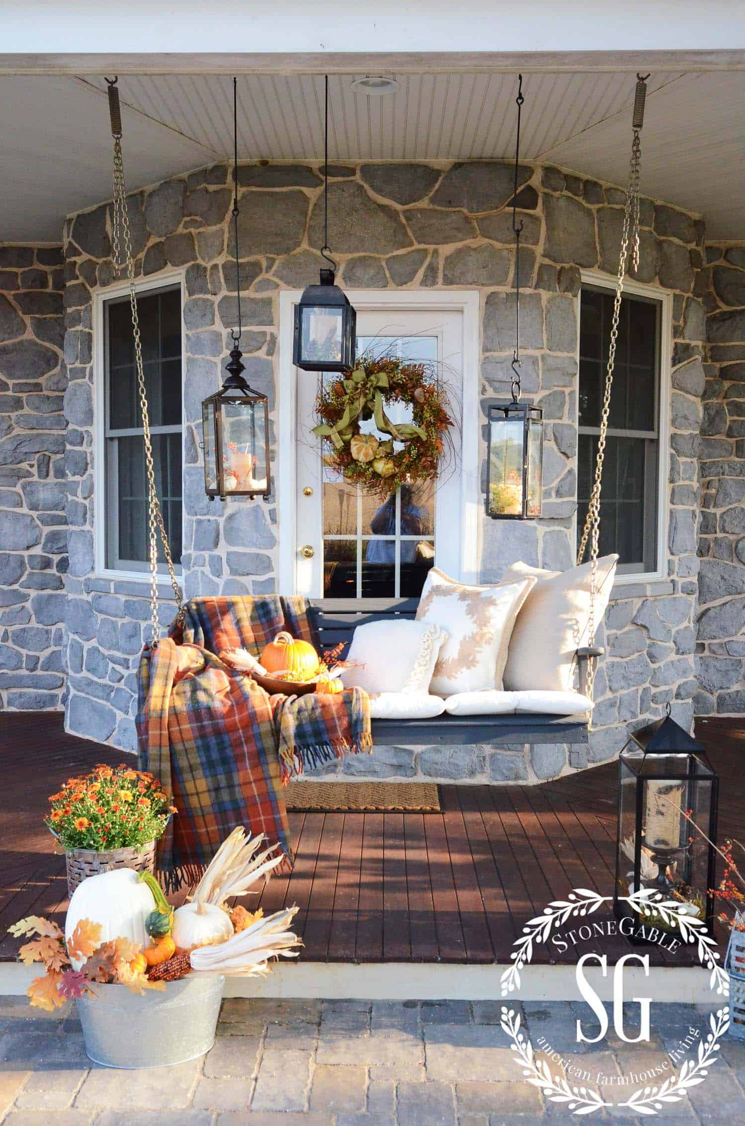 Fall Outdoor Decorating Ideas-004-1 Kindesign