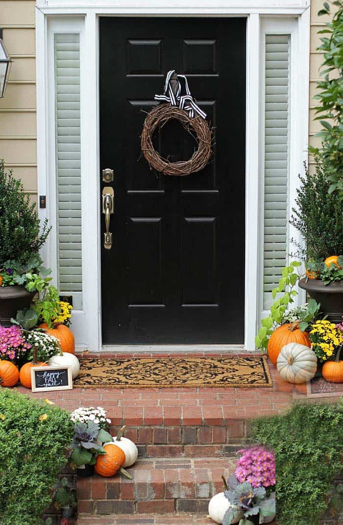 Fall Outdoor Decorating Ideas 09 1 Kindesign