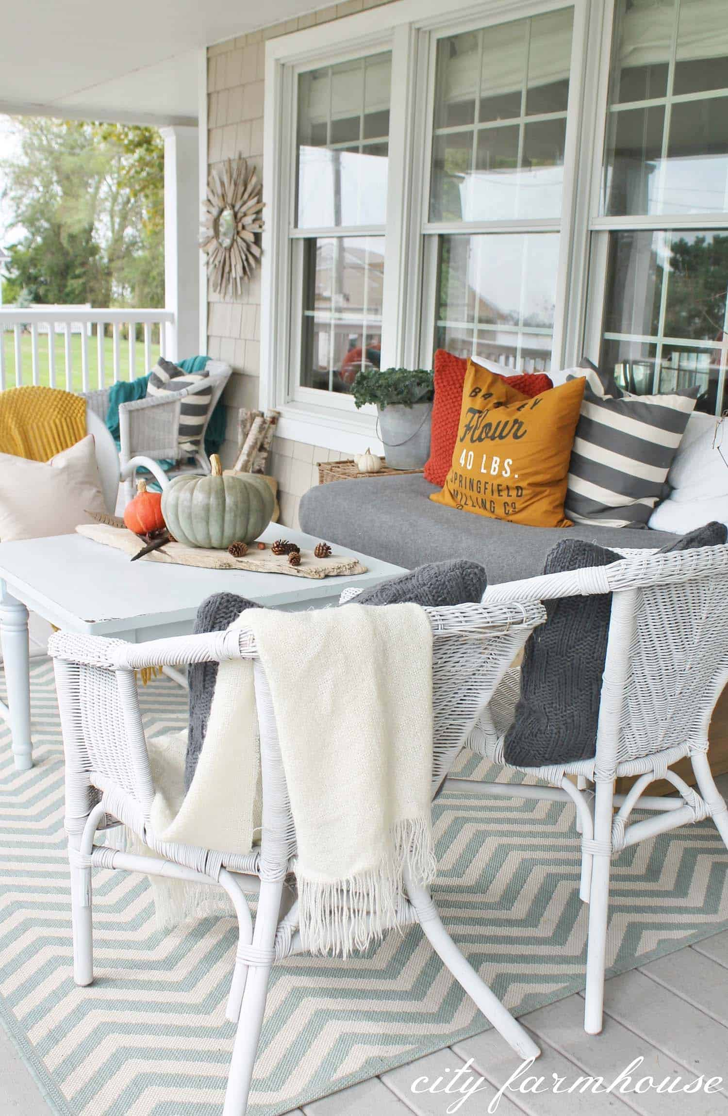 Fall Outdoor Decorating Ideas-21-1 Kindesign