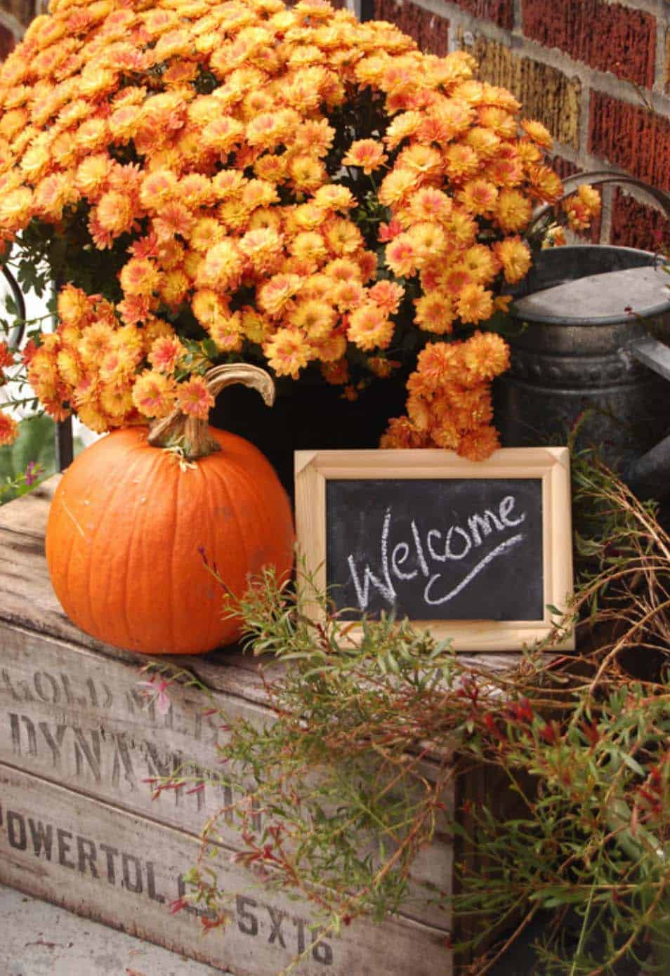 Fall Outdoor Decorating Ideas-44-1 Kindesign