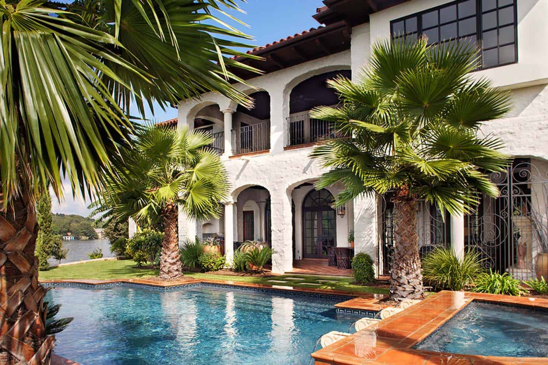 Mediterranean Style Lake House-Cornerstone Architects-03-1 Kindesign