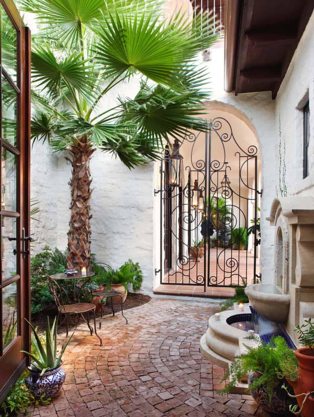 Mediterranean Style Lake House-Cornerstone Architects-11-1 Kindesign