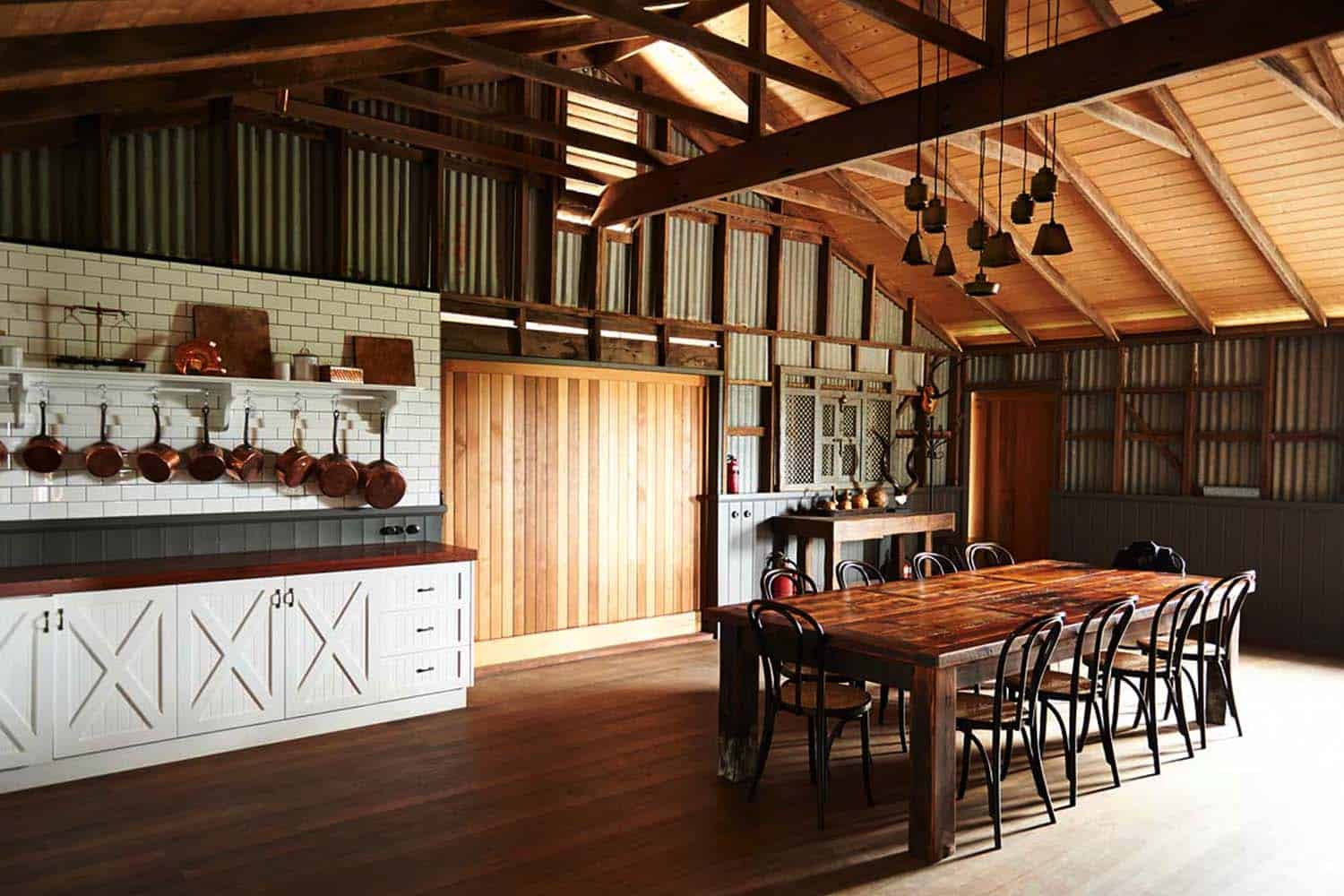 Thinking outside the box modern barn conversion in australia for Modern pole builders