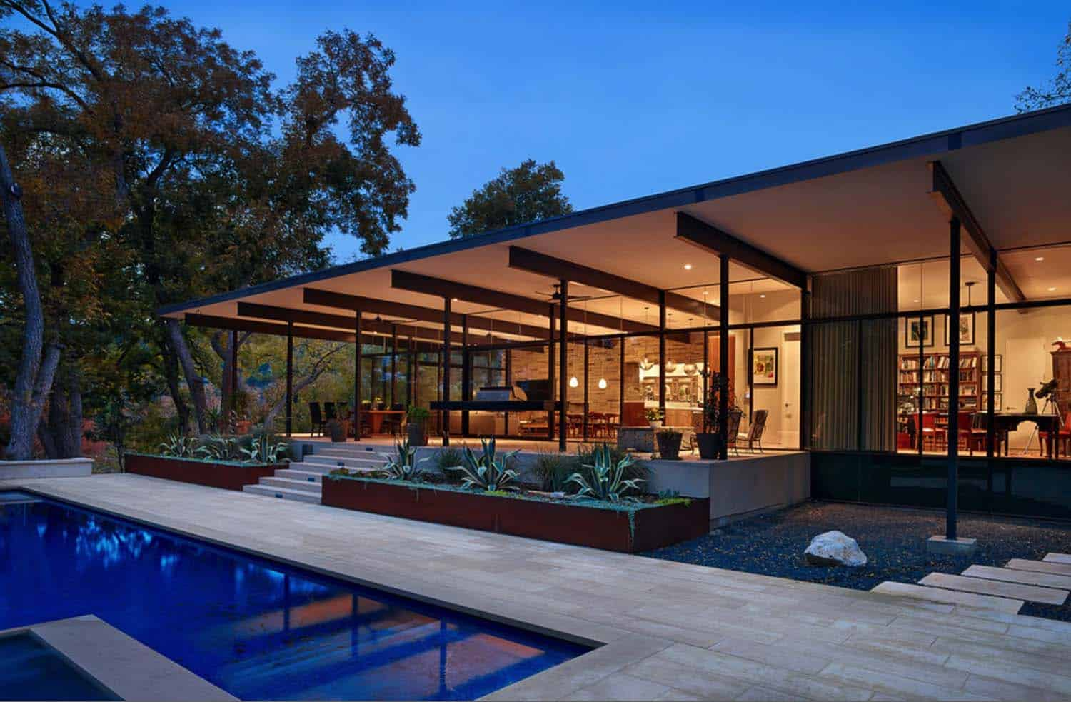 Creekside Home Of Glass And Steel Infused With Warmth In