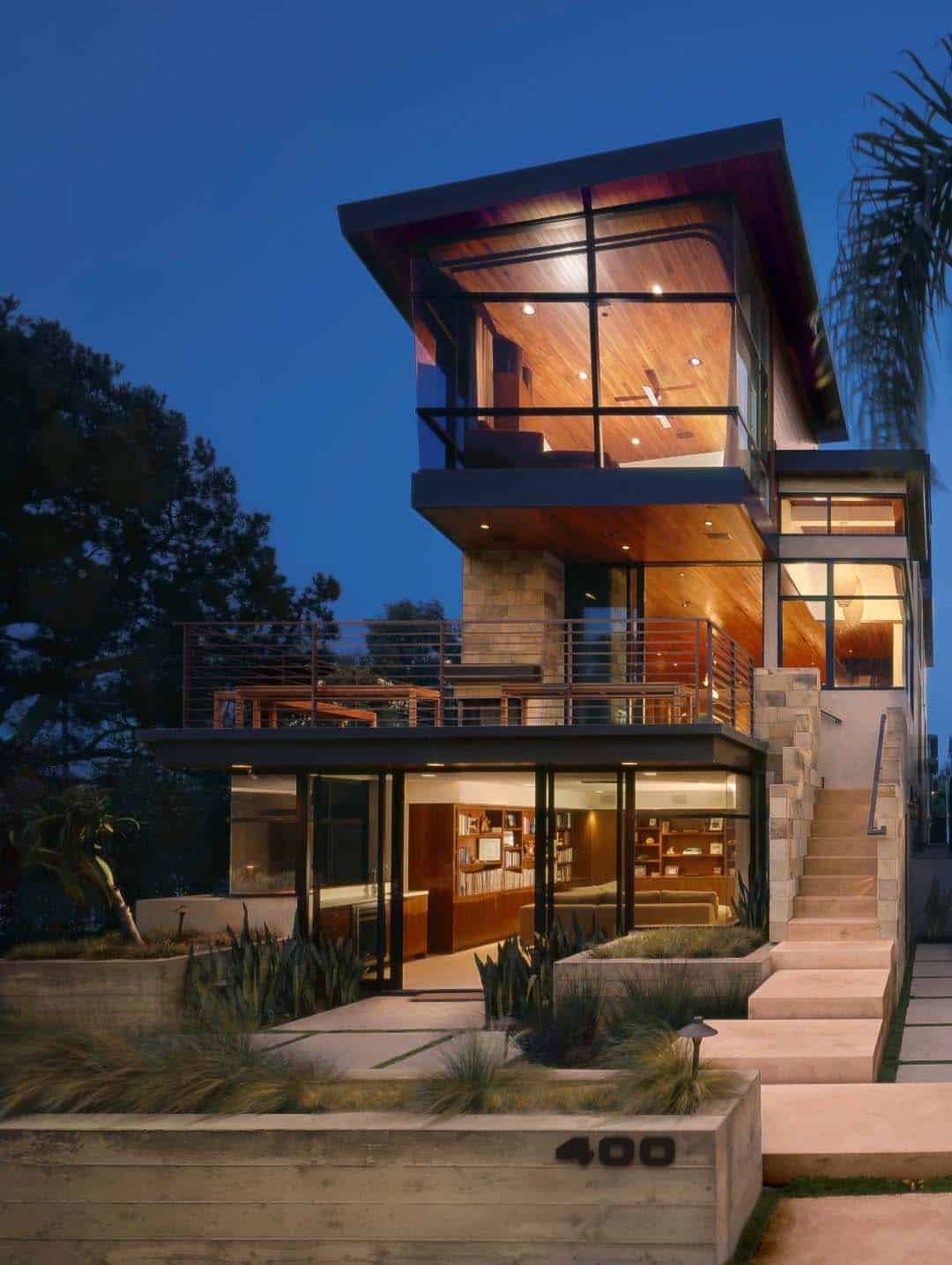 A modern tree house built for family living in manhattan beach for Mordern house