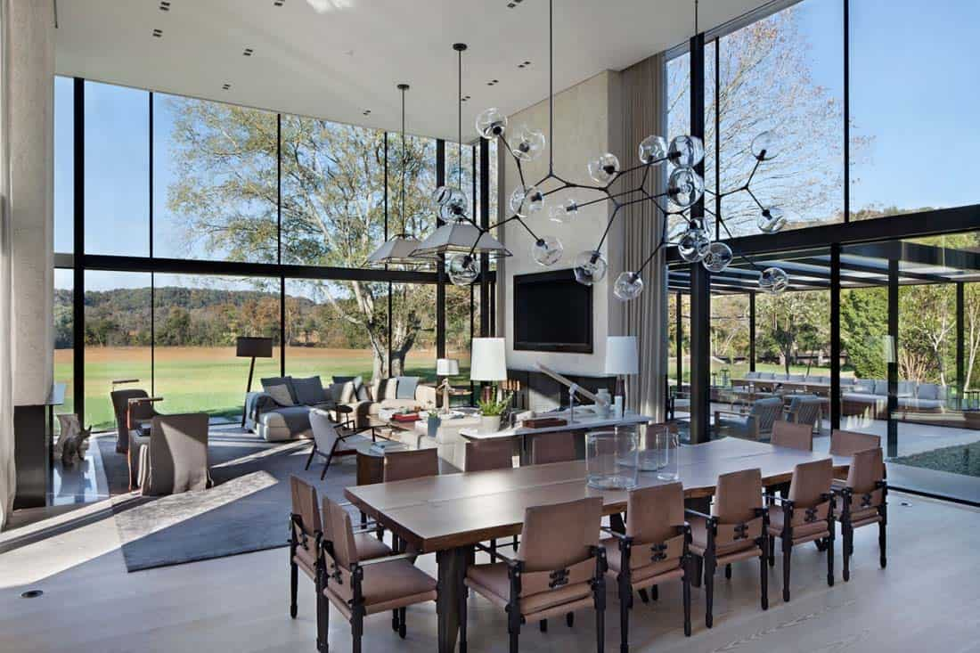 Modern farmhouse style in nashville defined by walls of glass for Modern farmhouse style