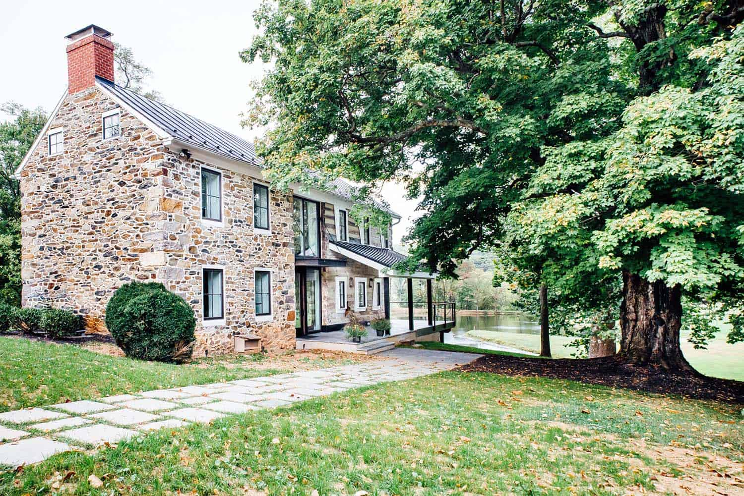 Modernized Historic Farmhouse-Cortney Bishop-01-1 Kindesign