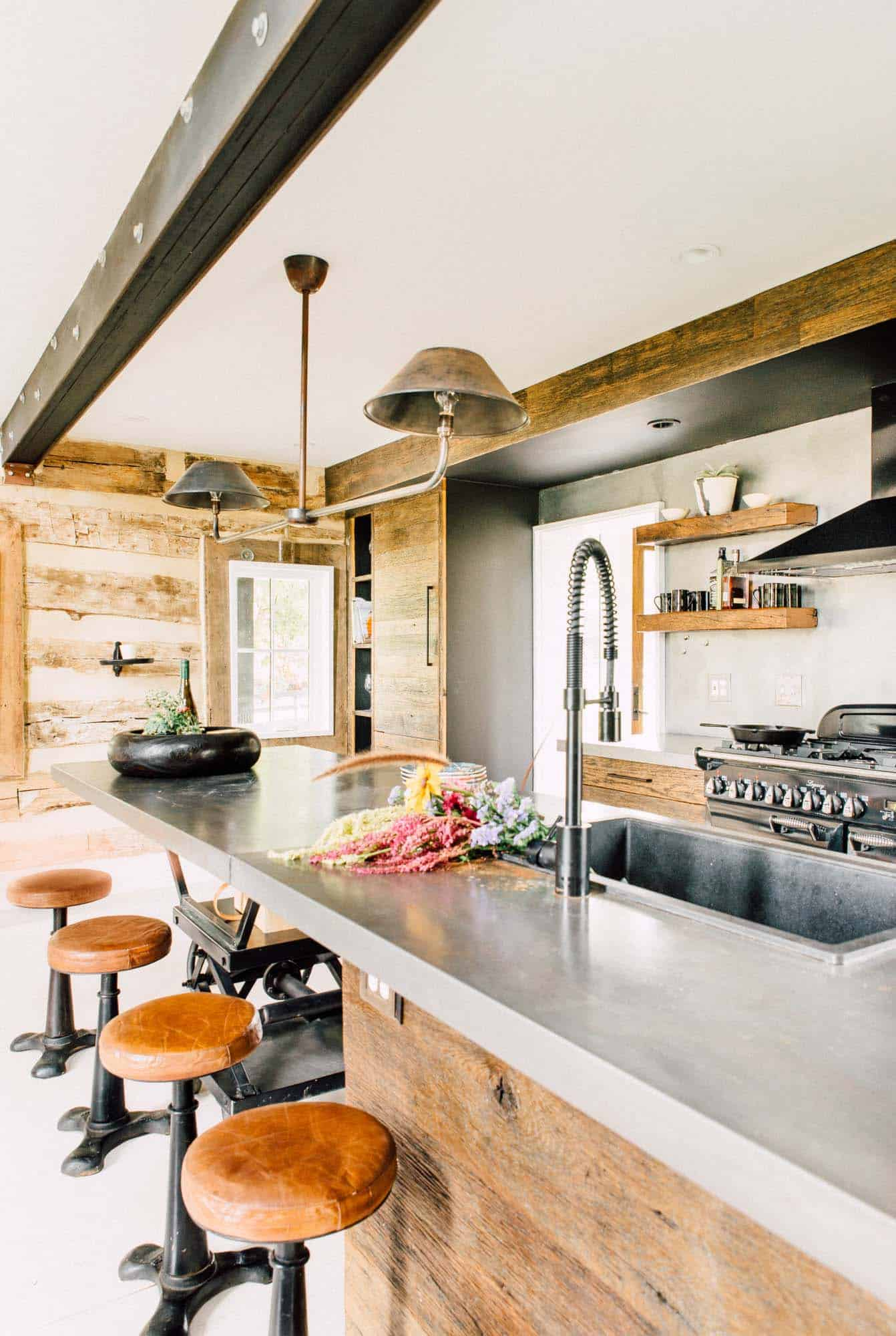 Modernized Historic Farmhouse-Cortney Bishop-07-1 Kindesign
