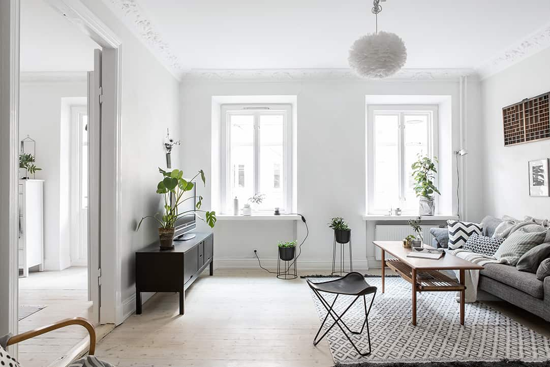 Small yet ultra charming one bedroom apartment in linnestaden for Decorating a small one bedroom apartment