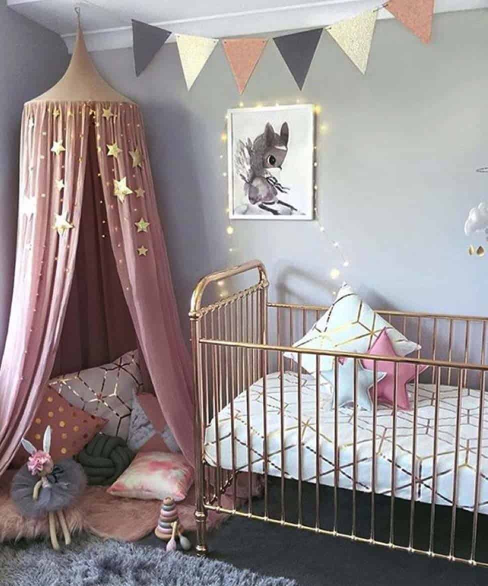 45 amazing decorating ideas to create a stylish nursery for Above the crib decoration ideas