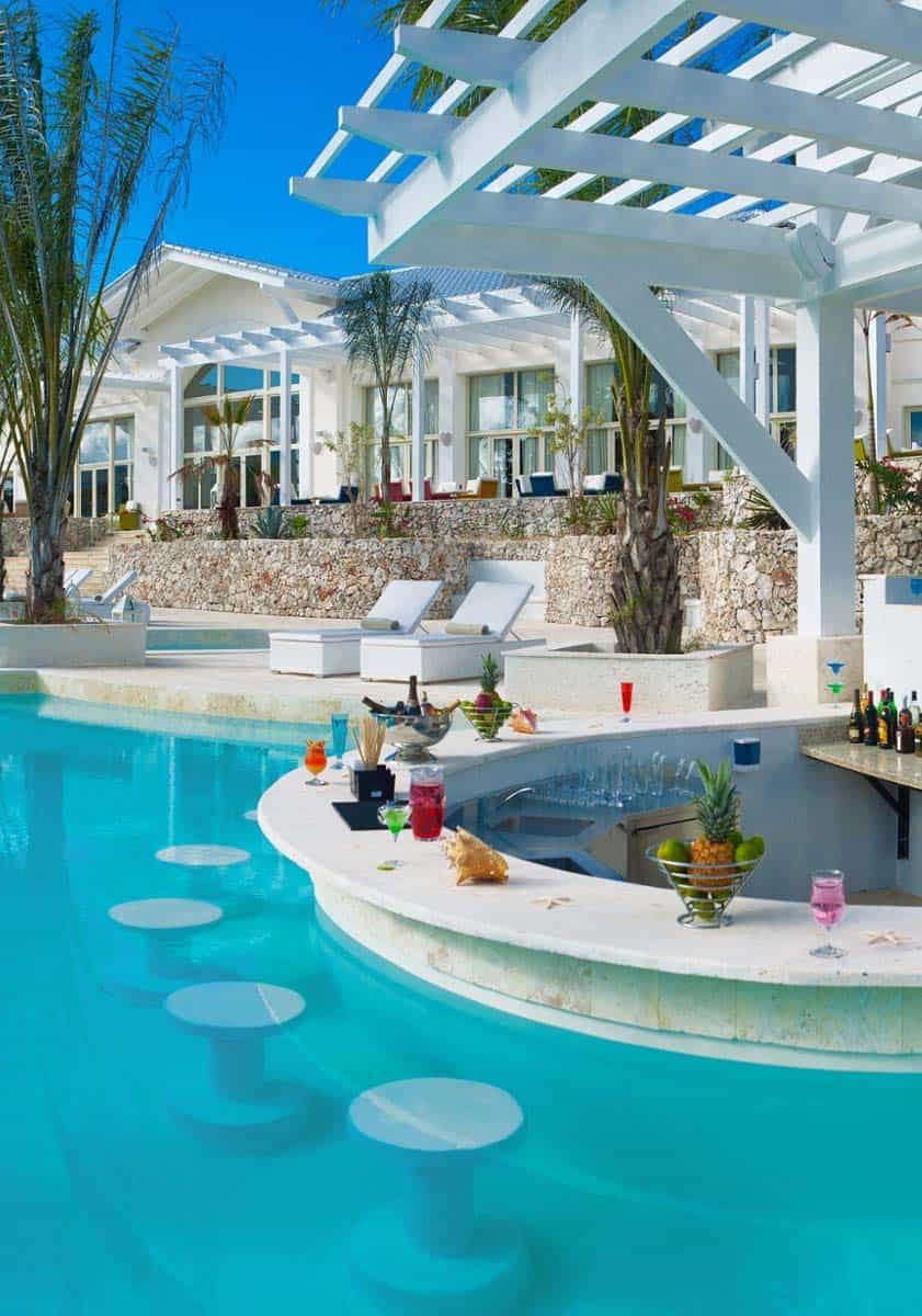 33 mega impressive swim up pool bars built for entertaining for Big garden pools