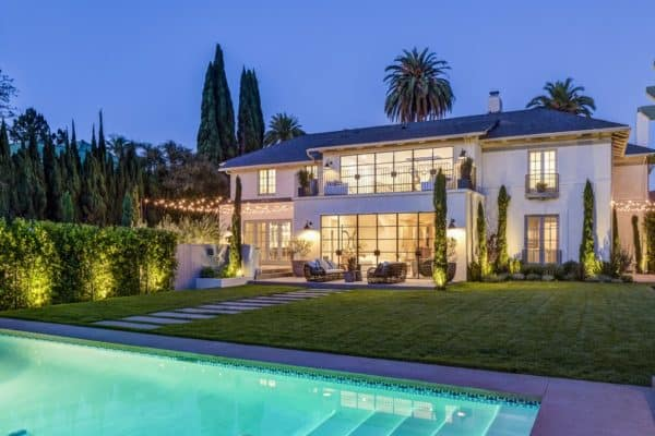 featured posts image for Traditional style home with spectacular amenities in Los Angeles