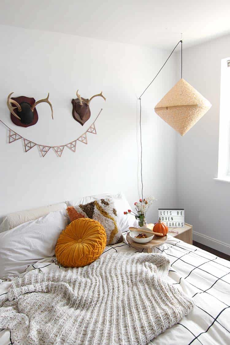 bedroom-decorating-for-fall-11-1-kindesign