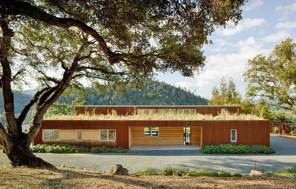 contemporary-vineyard-home-turnbull-griffin-haesloop-01-1-kindesign