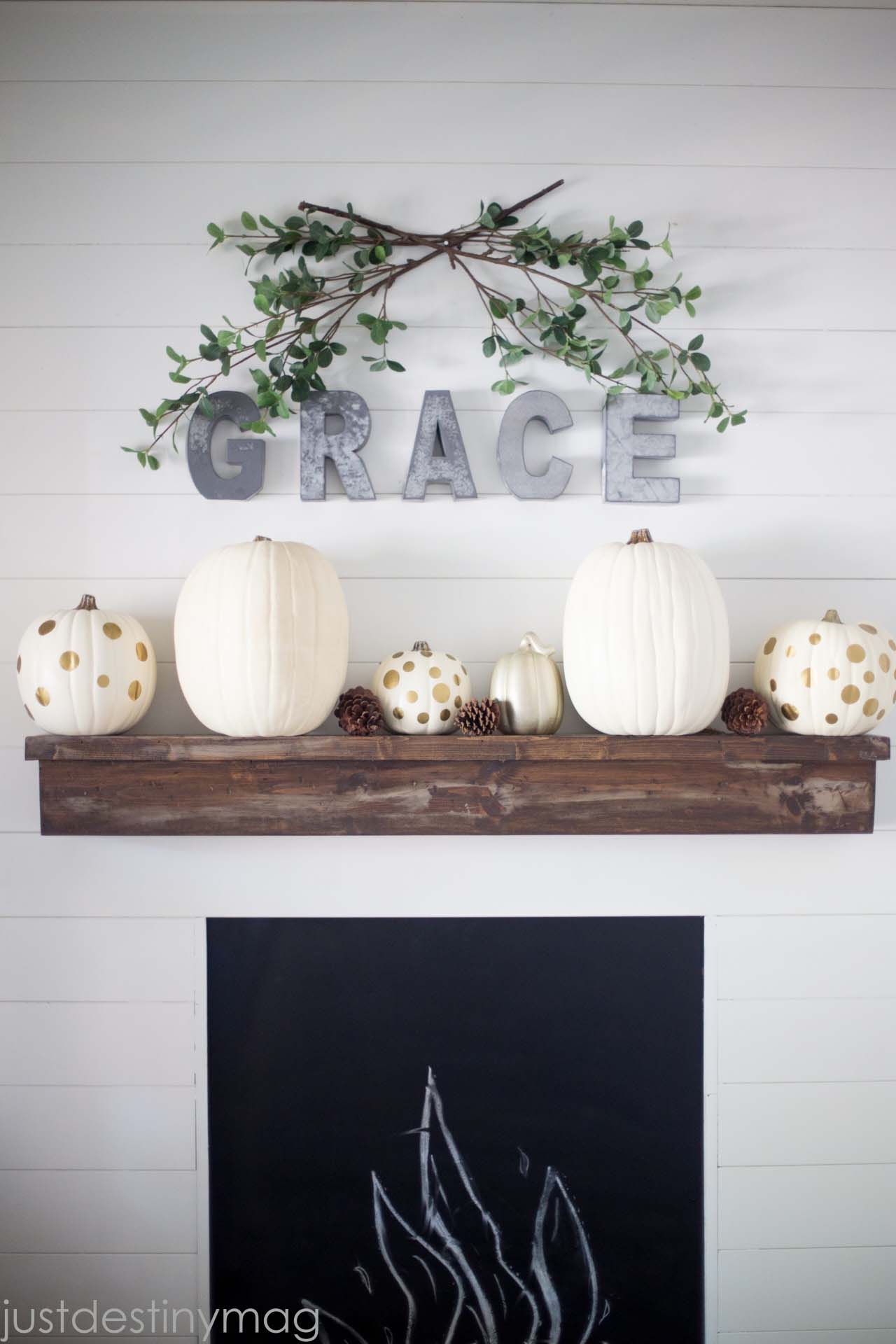 fall-decorating-ideas-fireplace-mantel-35-1-kindesign