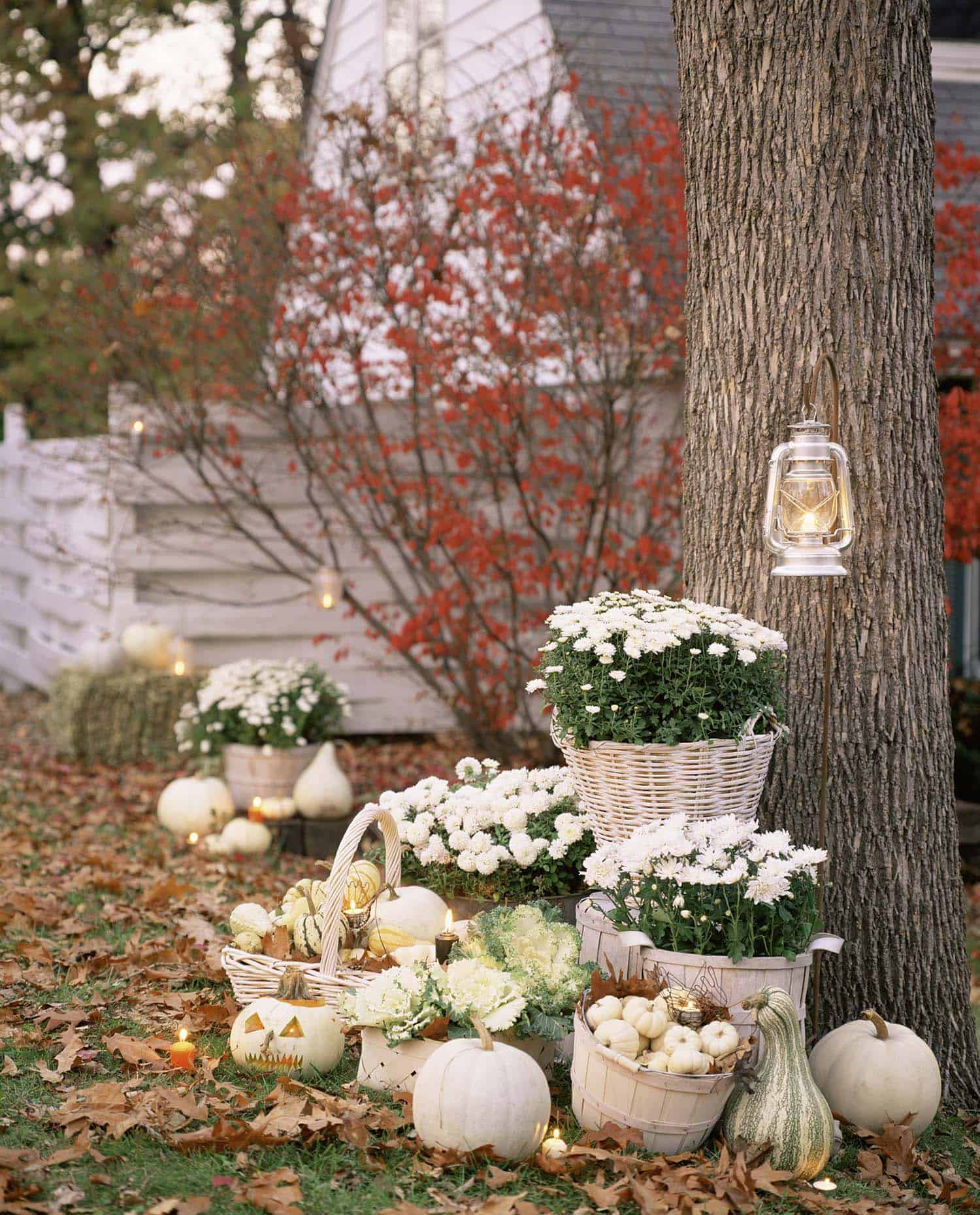 fall-decorating-ideas-white-pumpkins-01-1-kindesign