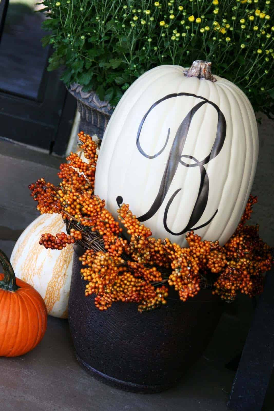 fall-decorating-ideas-white-pumpkins-04-1-kindesign