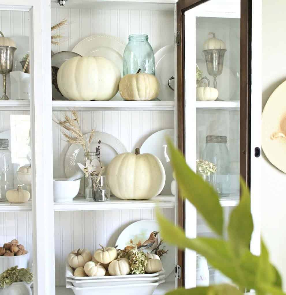 fall-decorating-ideas-white-pumpkins-11-1-kindesign