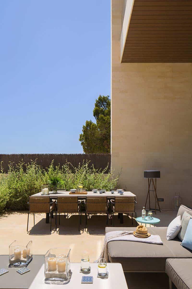 modern-home-mallorcan-coast-organic-studio-11-1-kindesign