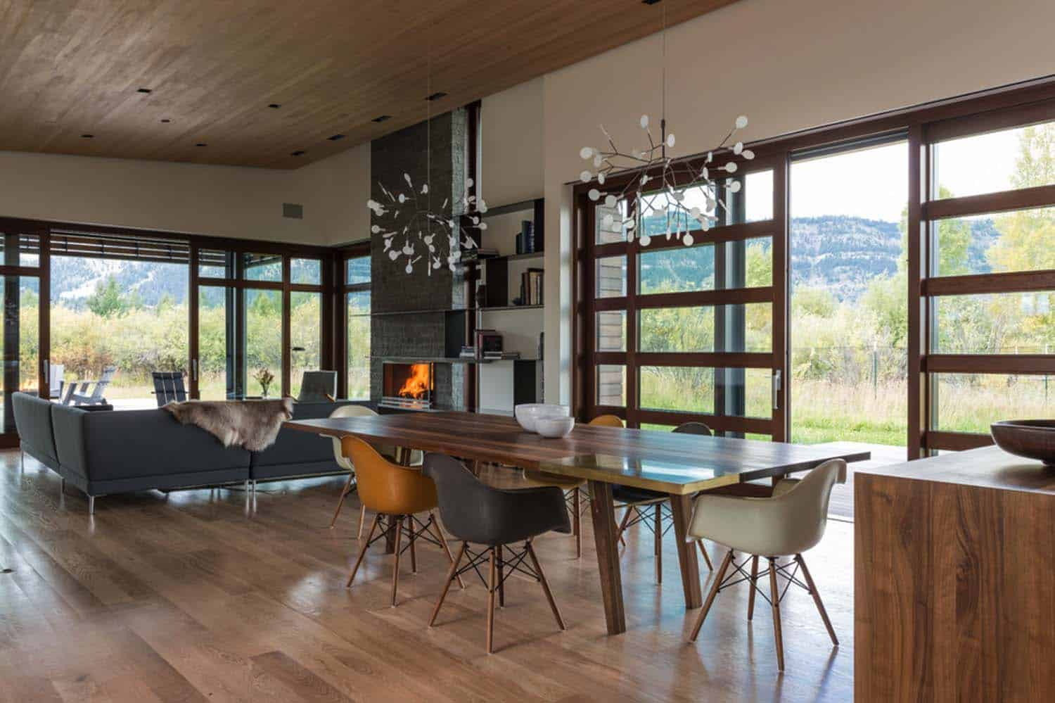 mountain-contemporary-home-carney-logan-burke-06-1-kindesign