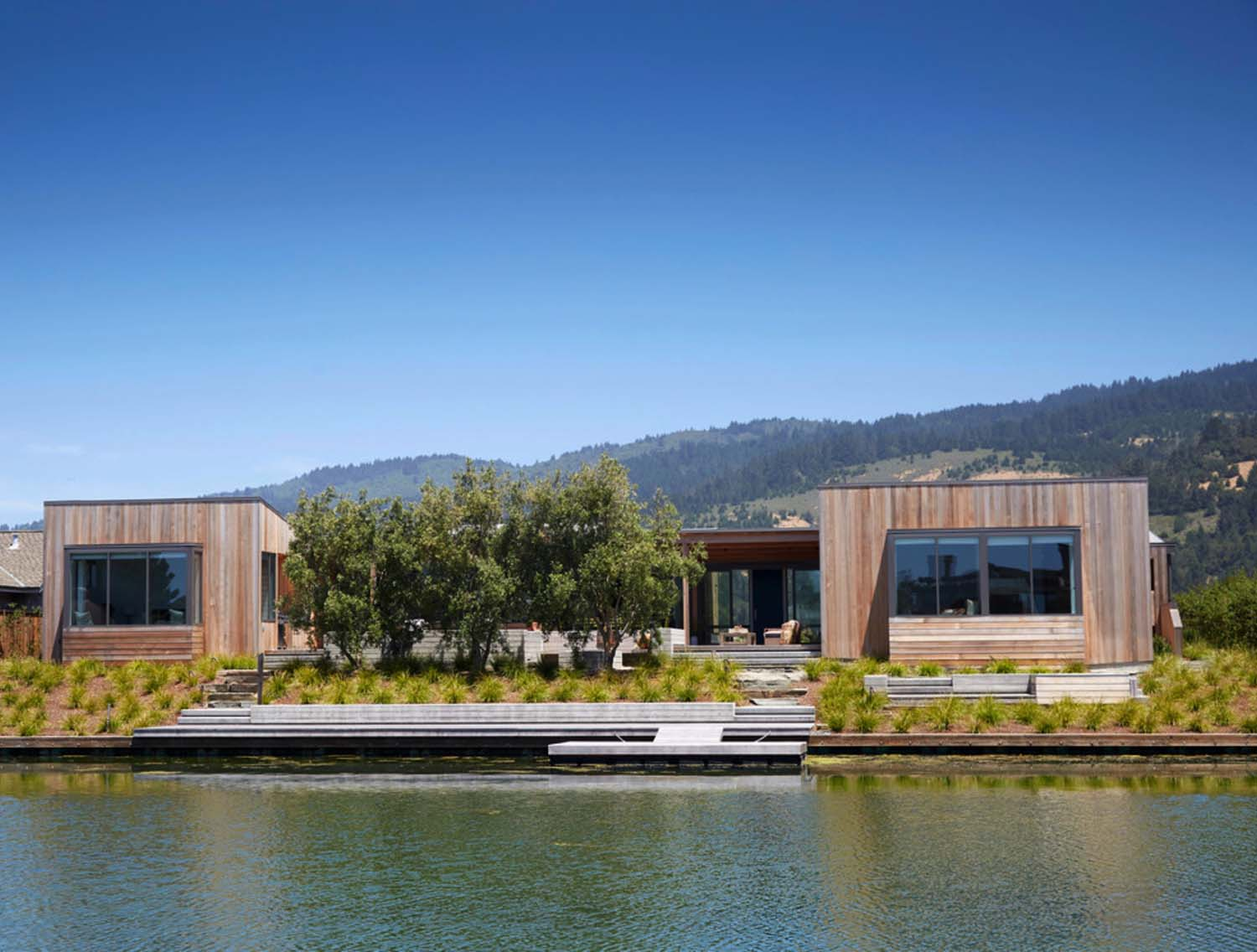 stinson-beach-lagoon-residence-turnbull-griffin-haesloop-01-1-kindesign