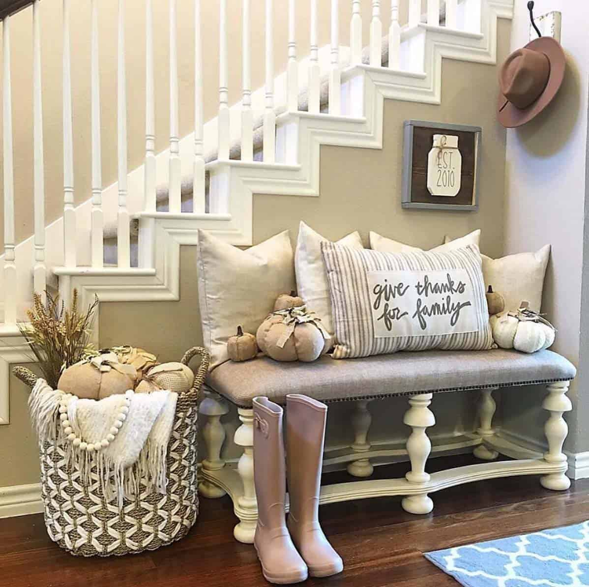 farmhouse-fall-decorating-ideas-09-1-kindesign