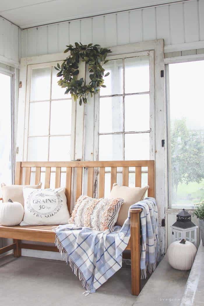 farmhouse-fall-decorating-ideas-14-1-kindesign