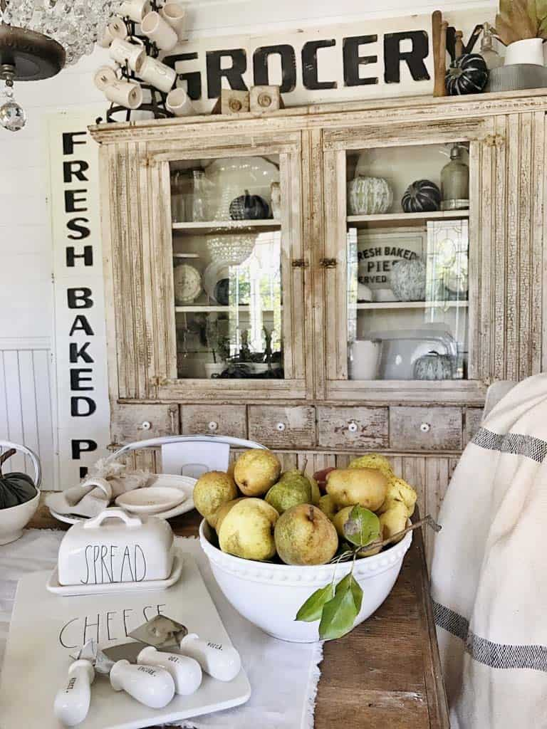 farmhouse-fall-decorating-ideas-40-1-kindesign