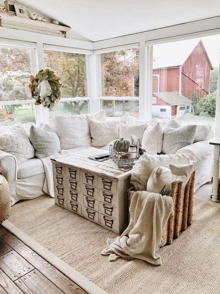 50 absolutely gorgeous farmhouse fall decorating ideas for Farmhouse sunroom ideas